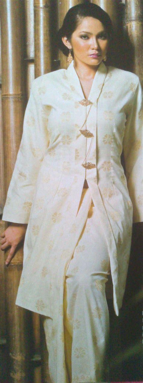 baju purih kebaya labuh songket bunga tabur warna putih susu
