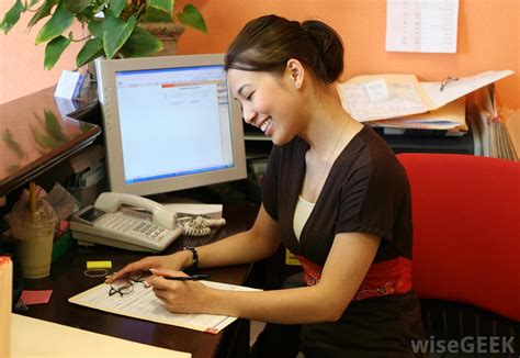 front desk receptionist what does a front desk receptionist do with pictures