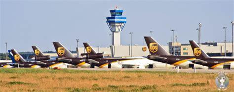 wann spätestens am flughafen sein flugzeuge beobachten am flughafen k 246 ln bonn ausflugstipp