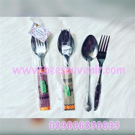 Souvenir Sendok Garpu Plastik souvenir pernikahan sendok garpu lilit tikar