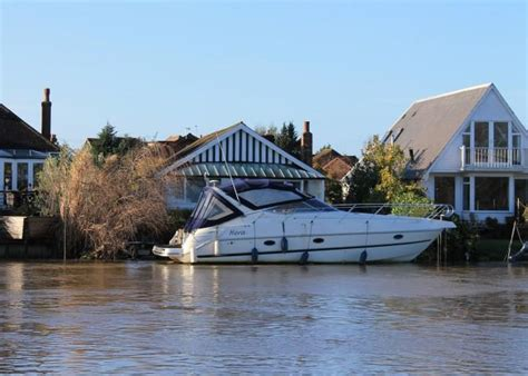 thames ditton river boats 3 bedroom bungalow for sale in thames ditton island