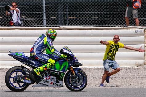 and rossi rossi gives motogp masterclass in barcelona as iannone