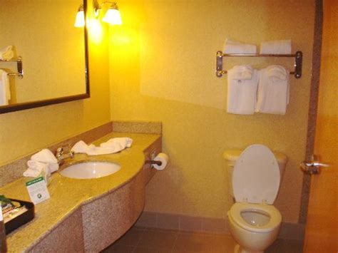 how to clean hotel bathroom clean bathroom picture of gateway hotel suites ocean