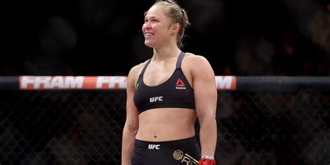 ronda rousey nearly flashed ronda rousey takes over for patrick swayze in road house