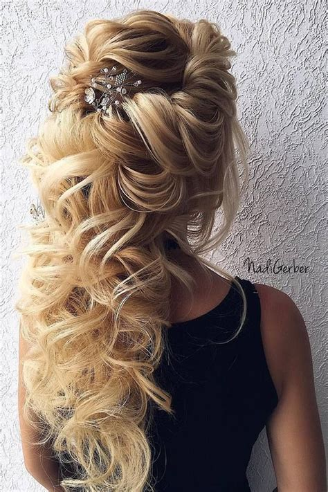 Wedding Hairstyles For 40 by Best 25 Curly Wedding Hair Ideas On