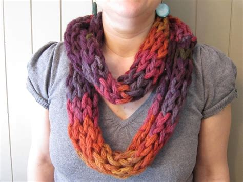 how to finger knit a thick scarf finger weaving scarf chunky yarn scarfs