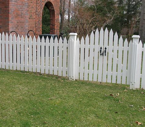 Picket Fences by Gallery For Gt Wooden Picket Fence Gate
