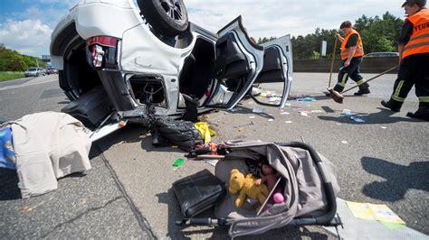 Autounfall 2 Kinder Tot by 81 J 228 Hriger Mit Fehler Beim 220 Berholen Familie Mit Kind 2
