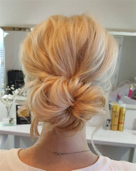 Wedding Hair Buns For Hair by Best 25 Wedding Low Buns Ideas On Prom Hair