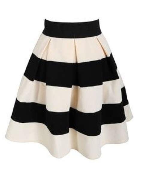 Black And White Line Skirt skirt stripes black white black and white pleated a