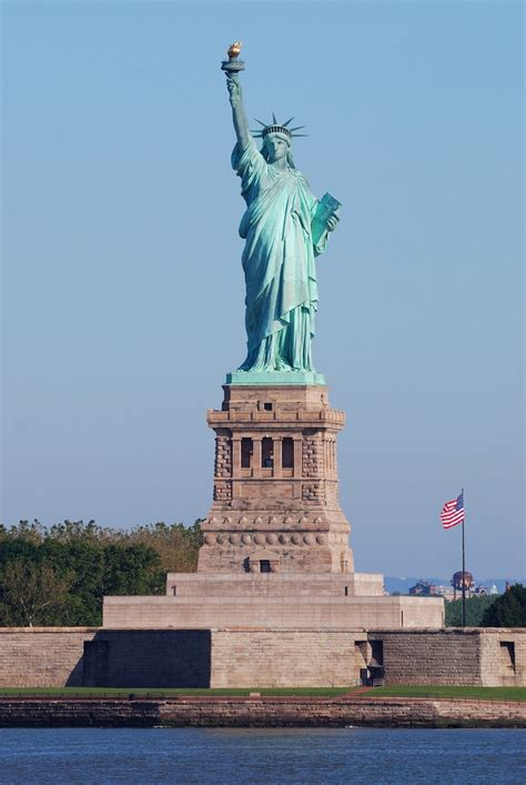 statue of liberty top 10 places to visit in new york