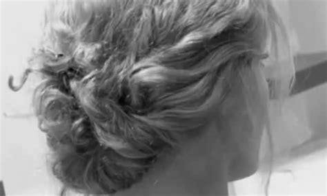 Cultiver Chignons De by Un Chignon Facile Style Quot Boh 232 Me Quot Sur Cheveux Boucl 233 S Longs
