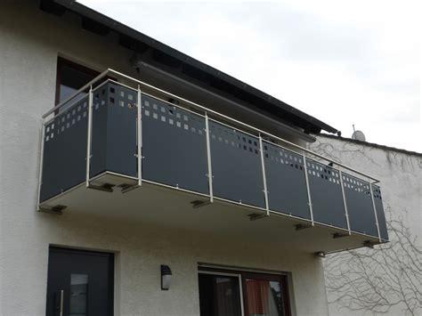 balkongeländer aus edelstahl balkongel 228 nder aus edelstahl mit lochblechf 252 llung