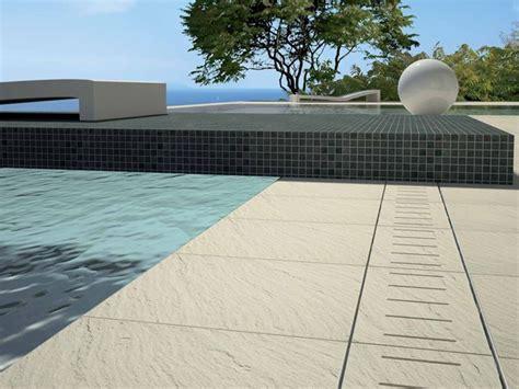 piastrelle bordo piscina piastrelle per bordo piscina piantare le piante