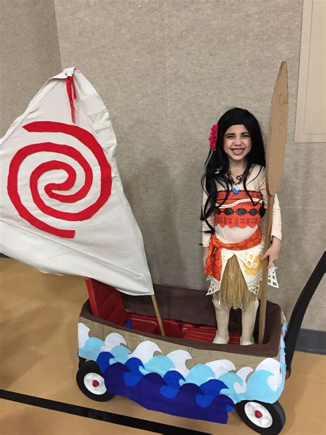 moana and her boat and paddle diy halloween costume family - Moana Boat Halloween