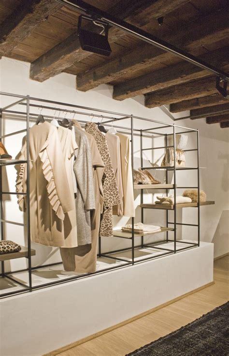 illuminazione negozi abbigliamento oltre 25 fantastiche idee su vetrine di negozi su