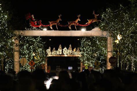 Scvnews Com Nov 19 Light Up Main Street Events Road Lights In Santa Clarita