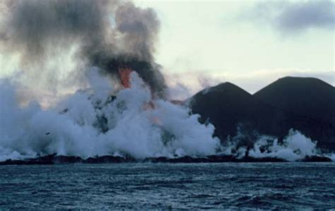on surtsey iceland s upstart island scientists in the field series books surtsey island iceland britannica