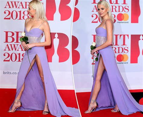 celebrity pubic hair bloopers full frontals women flaunt pubic hair in bizarre new underwear trend
