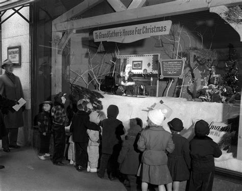 Home Decor Stores In Pittsburgh Pa by Children Lining Up To Look In Kaufmann S Department Store