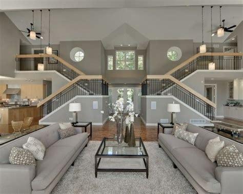wohnzimmer zwei ebenen luxus wohnzimmer auf 2 ebenen sofas glastisch dekoideen