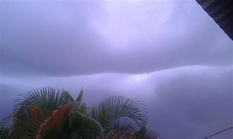Air 2 Di Medan fenomena langit quot terbelah quot hebohkan warga okezone news