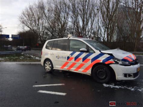 volkswagen volvo politie auto beukt een volvo stuk op de a13 autoblog nl