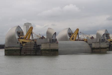 thames barrier falling radial gates thames barrier