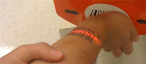 barcode tattoo oreo tatuou o c 243 digo de barras da bolacha 211 reo blog do mundo