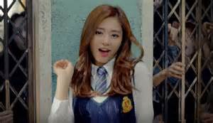 Tzuyu of twice becomes more popular after taiwanese flag controversy