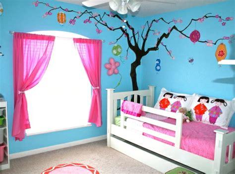 kinderzimmer wandbemalung baum kinderzimmer streichen lustige farben f 252 r eine