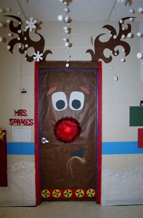 door decorating ideas for christmas 25 best ideas about christmas door decorations on