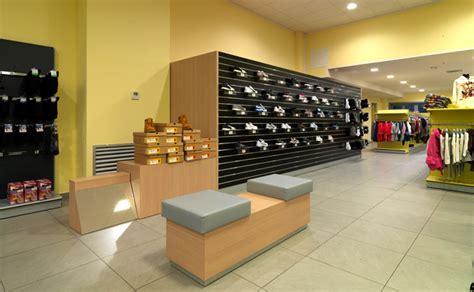arredamento negozio sportivo arredamento per negozio di articoli sportivi olbia