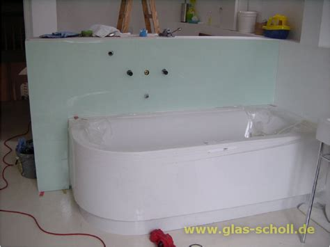 Fertig Badewanne by Wandverglasung An Einer Badewanne Als Spritzschutz