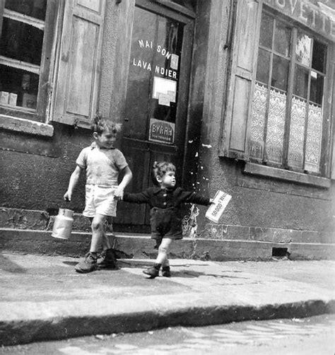 Sapin Blanc 1960 by Robert Doisneau Les Enfants Des Rues Et L 233 Cole