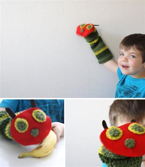 caterpillar sock puppet craft itmom the hungry caterpillar puppet tutorial