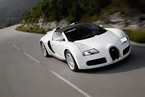 Bugatti Veyron On Road Bugatti Veyron Supersport 16 4 On A Mountain Road