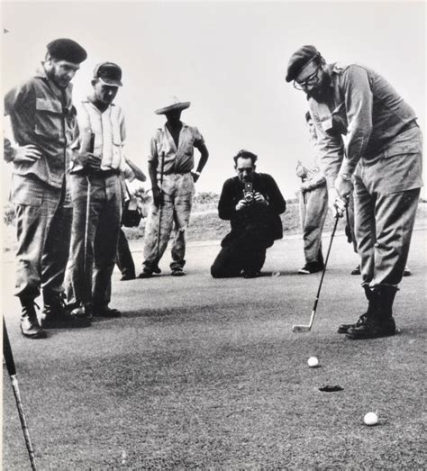 imagenes vintage golf rare photos show fidel castro and che guevara at play