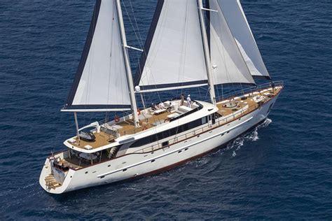 luxe zeiljacht navilux luxury sailing yacht croatia crewed charter croatia
