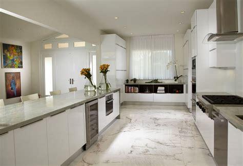 One Sided Galley Kitchen - villa de luxe au design 233 clectique sur la c 244 te en floride sol en marbre marbre blanc et le sol