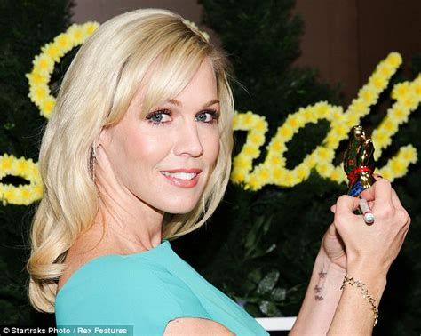jennie garth tattoo jennie garth gets new i you inked on
