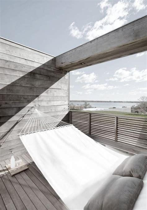 Balkon Hängeschaukel by H 228 Ngematte Auf Dem Balkon Urlaub Zu Hause Archzine Net