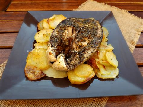 cucinare con il forno ricciola agli aromi al forno con patate