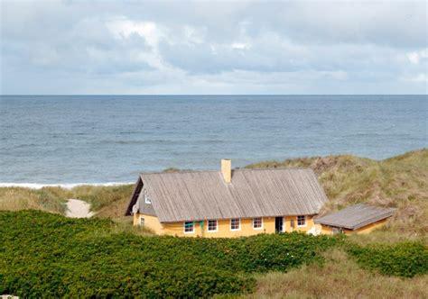 huis aan strand het vakantiehuizenblog van atraveo de droom van het huis