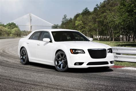 2012 chrysler 300 srt8 boasts 465 horsepower with new hemi