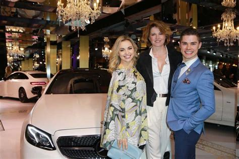 lucy lawless new zealand lucy lawless at new zealand fashion eeek 08 29 2017