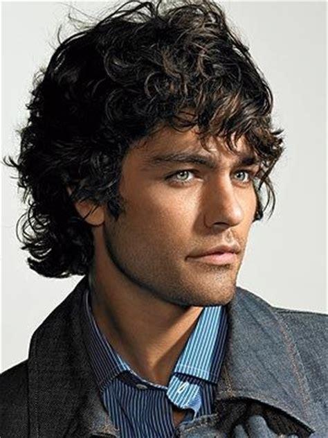 man angel with curly hair tagli uomo come avere capelli mossi sempre in ordine gay tv