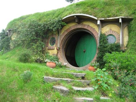 hobbit hole bilbo bagins hobbit hole it s now or never off