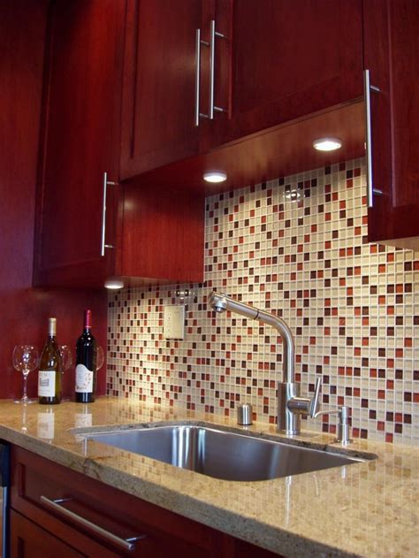 red kitchen tile backsplash 1000 ideas about cherry cabinets on pinterest cherry