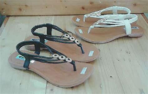 Sendal Santai Tali sandal tali santai tesedia 2 warna putih dan hitam olshop fashion olshop wanita di carousell
